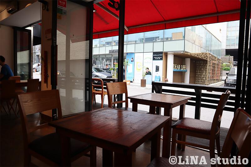 韓国カフェ_Editorial Cafe B_店内座席_01