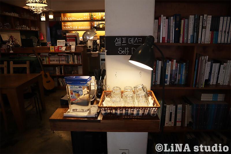 韓国カフェ_Editorial Cafe B_水セルフサービス